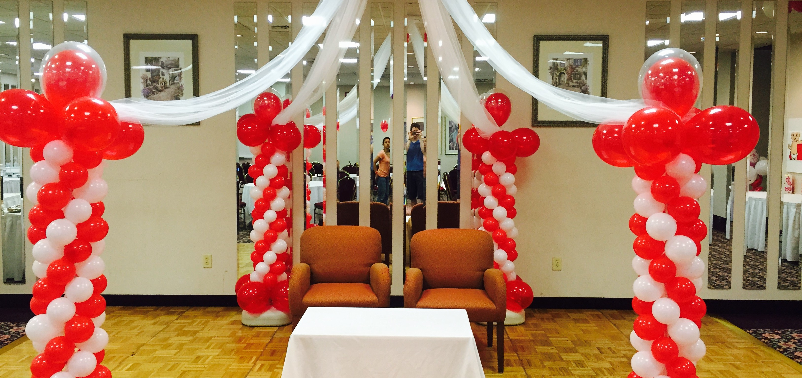 Balloon decorations gallery for Balloon decoration company