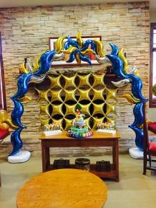 A very fancy foil balloon arch